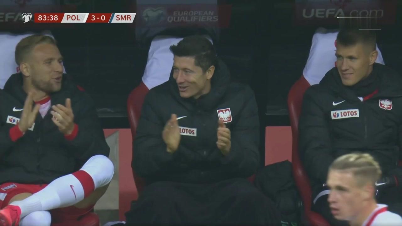 圣马力诺第一脚射门后莱万在替补席献上掌声